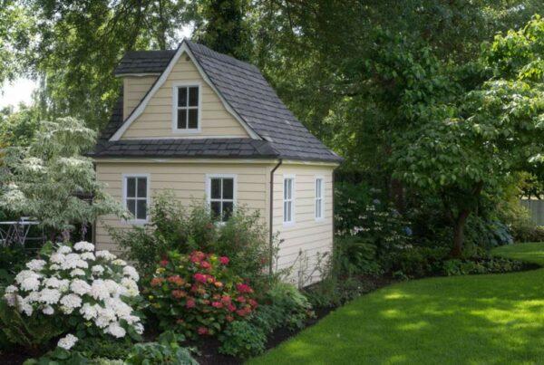 Simplify Your Life: Tiny House vs. Apartment