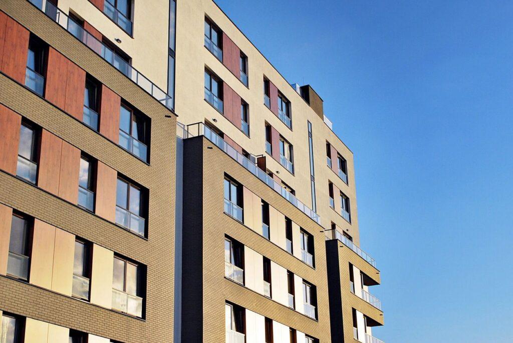 high rise apartment vs single story home rental