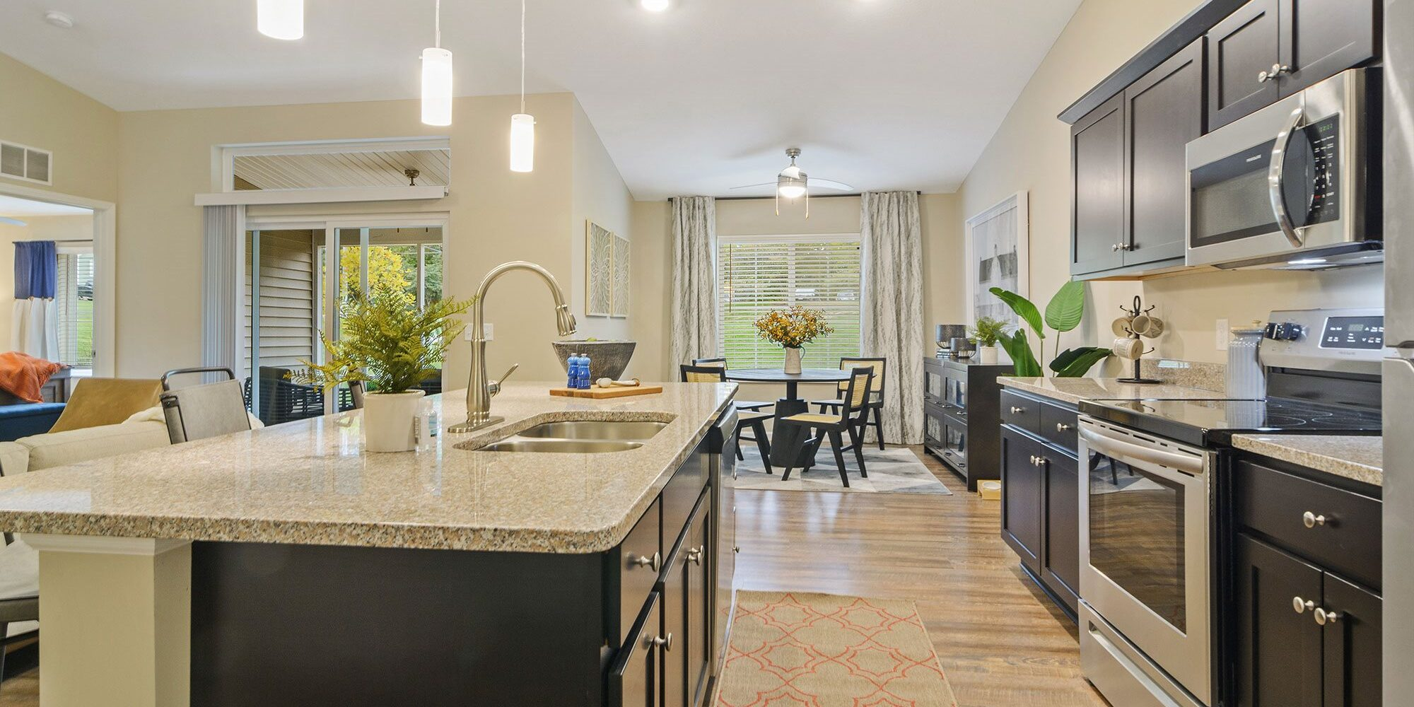 North-Canton-OH-apartment-rentals-redwood-North-Canton-kitchen-willowood